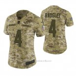 Camiseta NFL Limited Mujer San Diego Chargers Michael Badgley Camuflaje 2018 Salute To Service